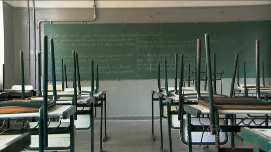 Estudantes limpam Fernão Dias em processo de desocupação da escola