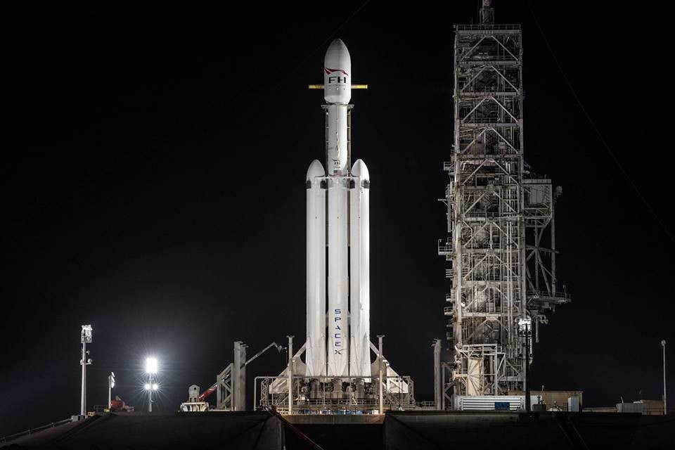 Foguete Falcon Heavy, de longe o mais potente do mundo, está pronto para voar (Foto: Divulgação)