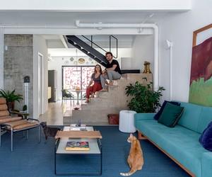 Casa paulistana tem mobiliário e acabamentos despojados