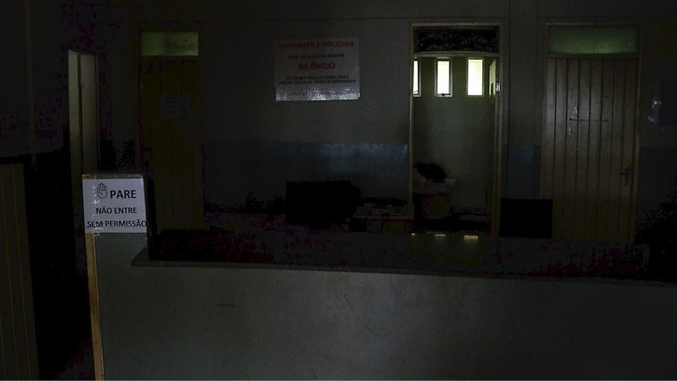 Delegacia na Zona Norte de Natal ficou às escuras  (Foto: Reprodução/Inter TV Cabugi )
