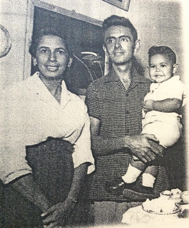 Carlos-ribeiro-e-os-pais (Foto: Acervo pessoal)