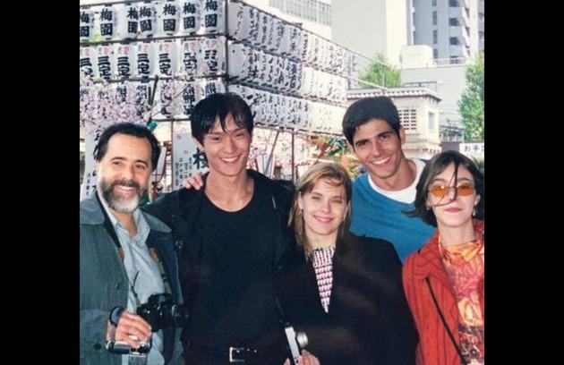 Parte do elenco que viajou para as gravações no Japão se reúne numa das imagens  (Foto: Reprodução/Instagram)