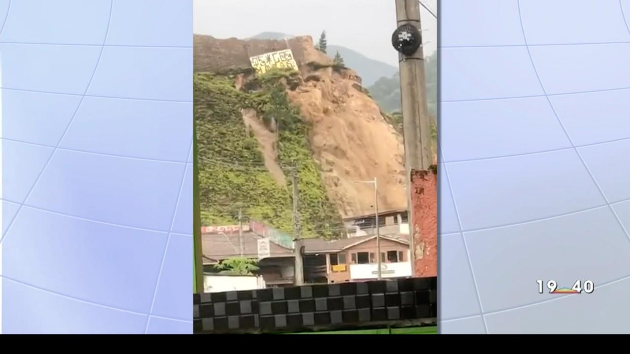 Deslizamento deixa família desalojada em Caraguatatuba
