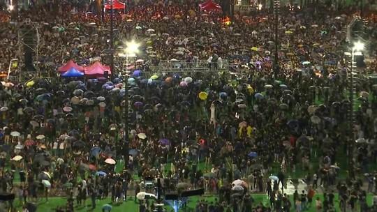 Multidão toma ruas de Hong Kong em atos contra o governo