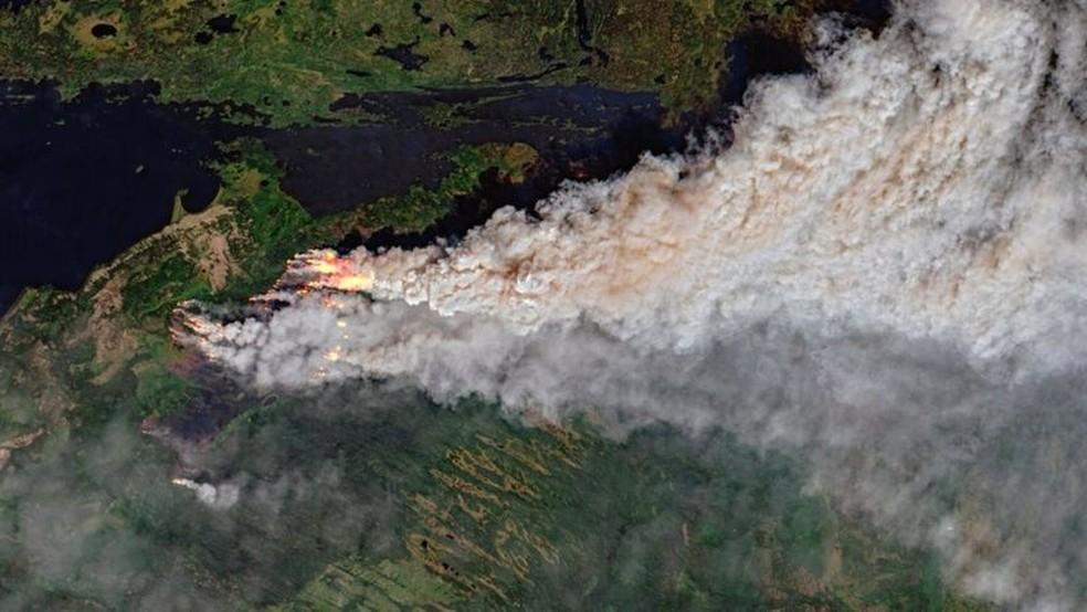 Onda extrema de calor no Canadá veio acompanhada de incêndios — Foto: Copernicus/Sentinel-2/Sentinel Hub/Pierre Markuse/BBC