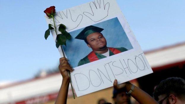 Michael Brown, de 18 anos, foi morto pela polícia em Ferguson, no Missouri (Foto: GETTY IMAGES via BBC)