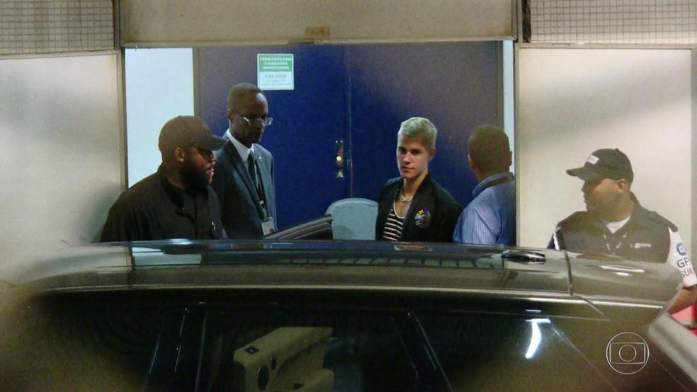 Cantor Justin Bieber chegou ao Rio nesta quarta (29) (Foto: Reprodução/ TV Globo)