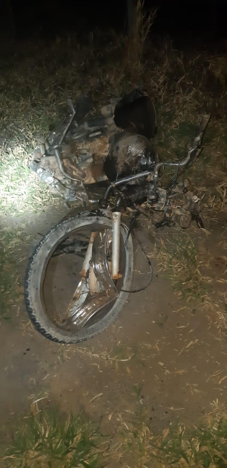 Motociclista morre após colidir contra carreta na BR-116, em Padre Paraíso