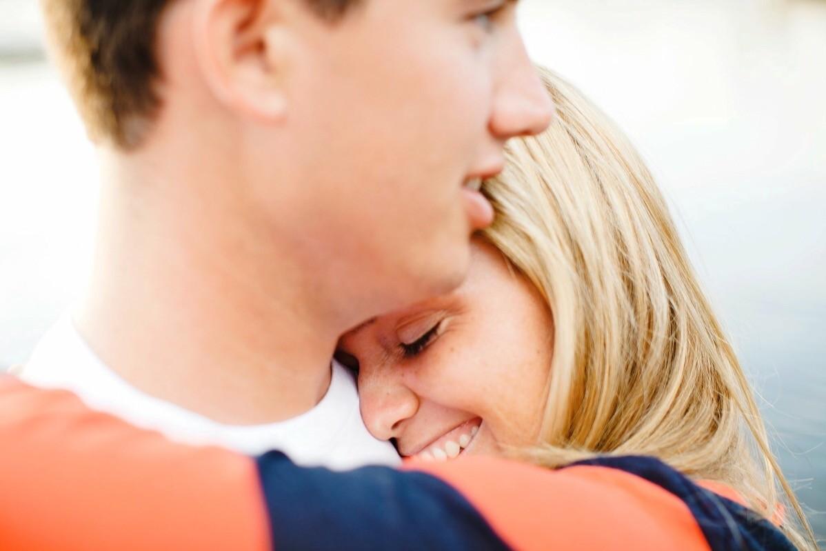 Lindsay abraçando o marido (Foto: Reprodução Facebook)