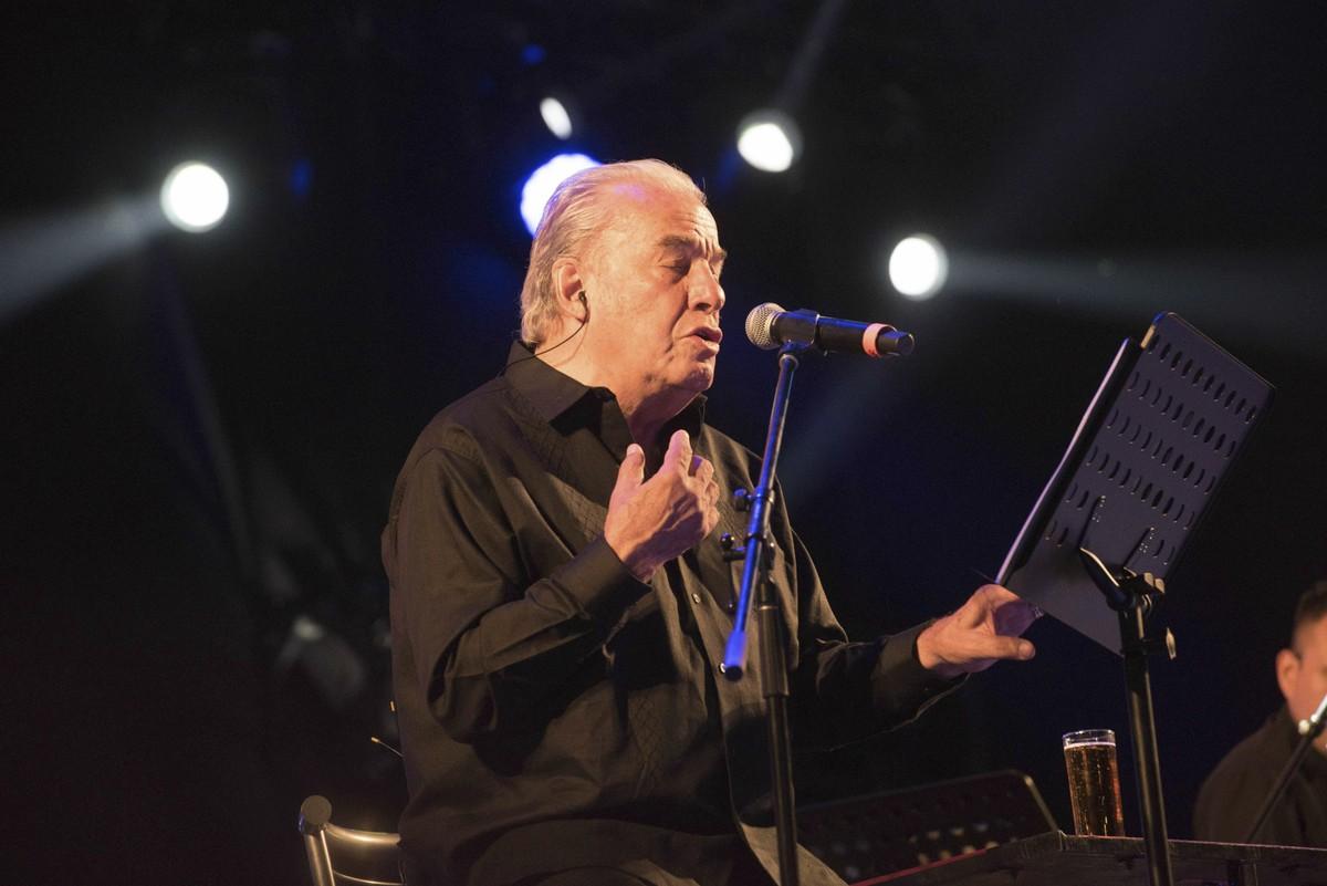 Morre Oscar Chávez, principal nome da música de protesto do México   Música