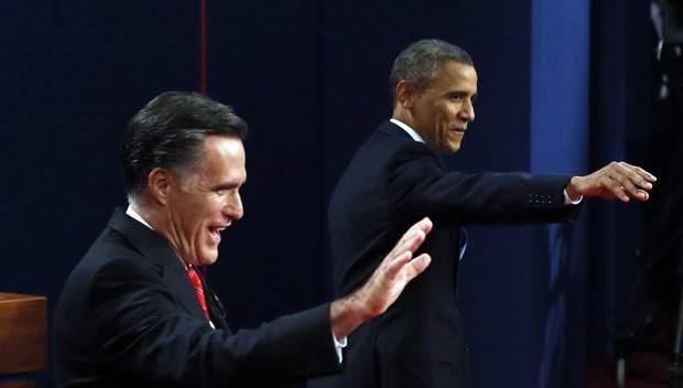 O republicano Mitt Romney e o democrata Barack Obama antes do debate de 3 de outubro em Denver, no Colorado (Foto: AFP)