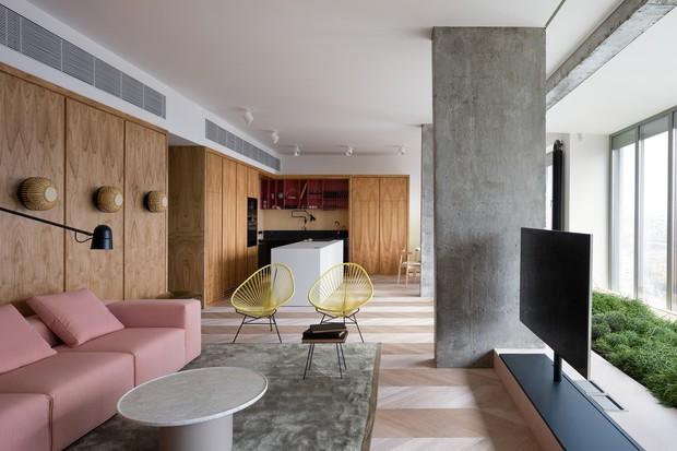 Apartamento colorido no 28º andar tem ar de casa  (Foto: ANDREY AVDEENKO www.avdeenko.com)