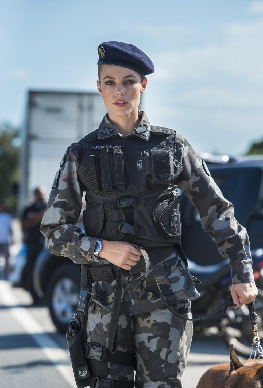 Paolla Oliveira é Jeiza em 'A Força do Querer' — Foto: Globo
