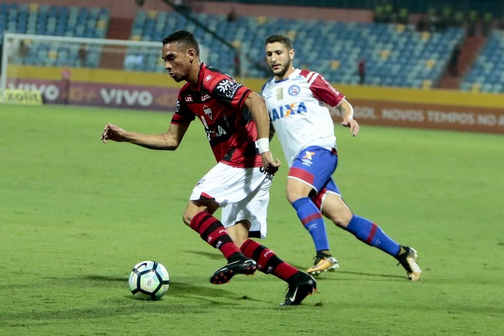 Luiz Fernando foi o artilheiro do Atlético-GO em 2017 com nove gols (Foto: Estadão Conteúdo)