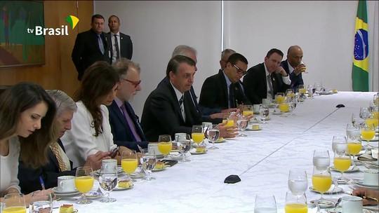 Bolsonaro explica críticas à classe política e diz que faz parte do mesmo bolo
