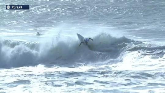 Miguel Pupo pega tudo e completa manobra do Mundial de Surfe em Portugal