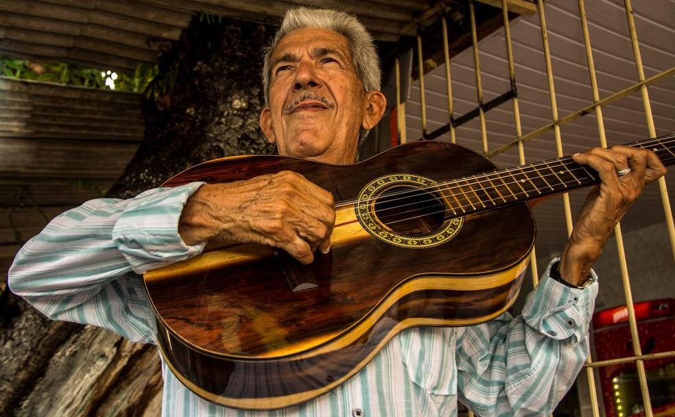 Ivanildo Vila Nova é um dos grandes nomes do repente e cantoria de Pernambuco (Foto: Ju Brainer/Divulgação)