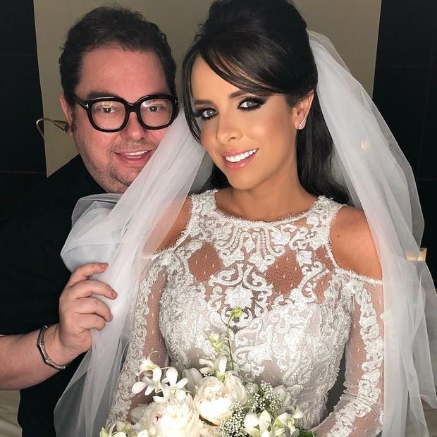 A noiva Samara Costa e o maquiador Junior Mendes (Foto: AgNews/Leo Franco)