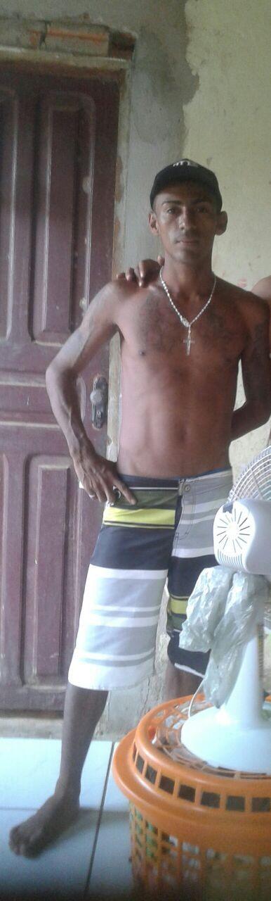 Homem é morto a tiros em frente da casa da mãe em Rio Branco