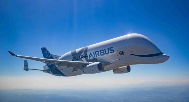 """Avião conhecido como """"baleia voadora"""" da Airbus começa a operar"""