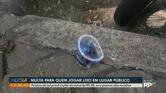 Câmara de Foz do Iguaçu aprova projeto que multa quem jogar lixo na rua