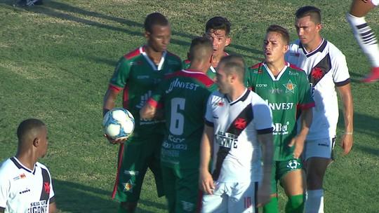 Jogadores da Portuguesa batem boca após cobrança de falta contra o Vasco; veja o vídeo