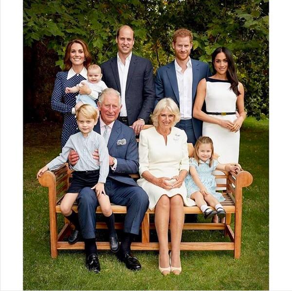 A foto oficial celebrando o aniversário de 70 anos do Príncipe Charles (Foto: Instagram)