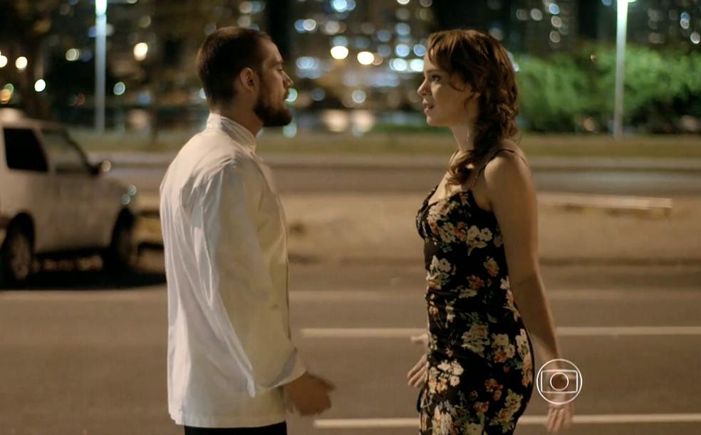 Cristina (Leandra Leal) briga feio com Vicente (Rafael Cardoso) - 'Império' — Foto: Globo