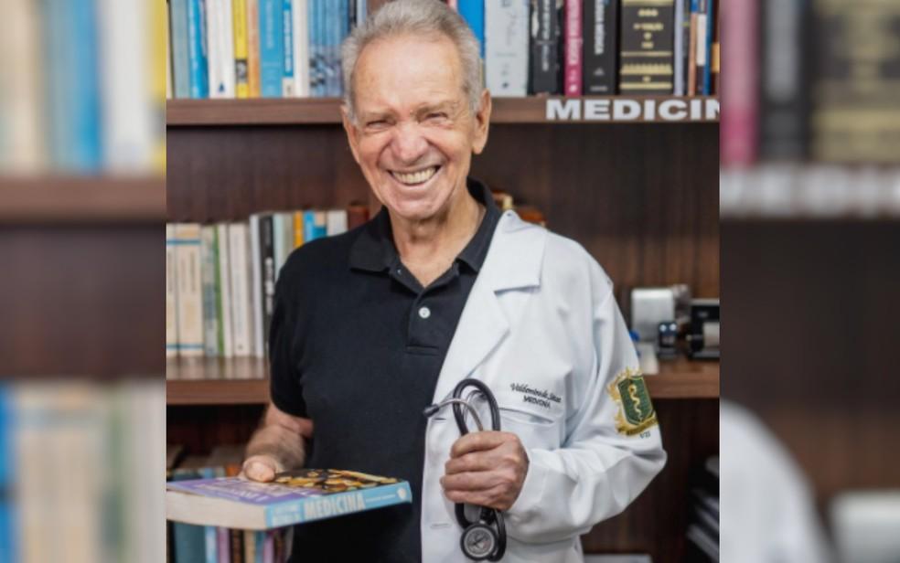 Valdomiro de Sousa em ensaio 'meio médico', em Goiânia — Foto: Gregore Miranda/Divulgação