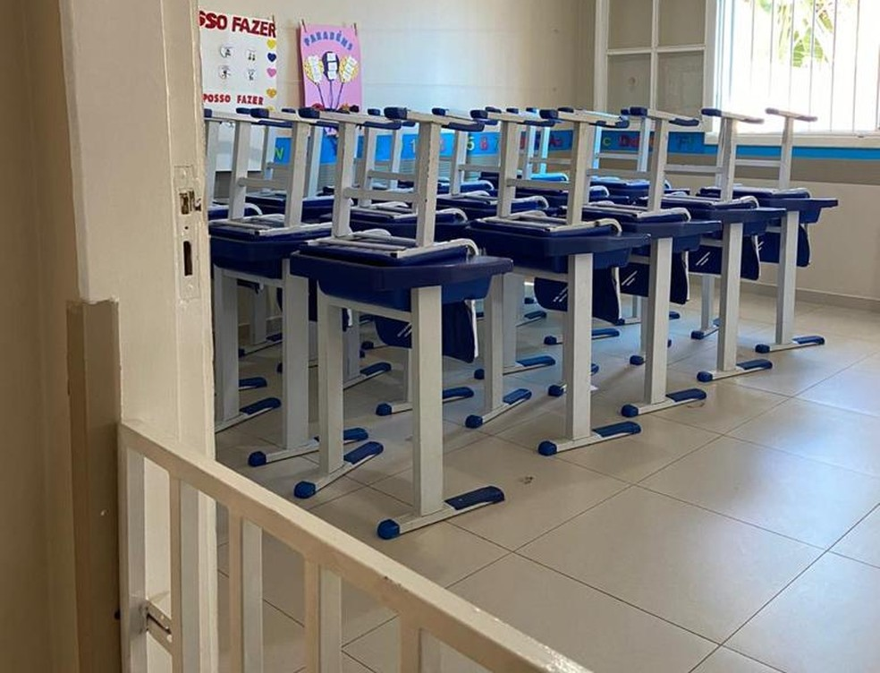 Sala de aula com cadeiras suspensas em escola infantil particular de Campinas, fechada na quarentena contra o avanço da Covid-19 — Foto: Rose Campos/Arquivo pessoal