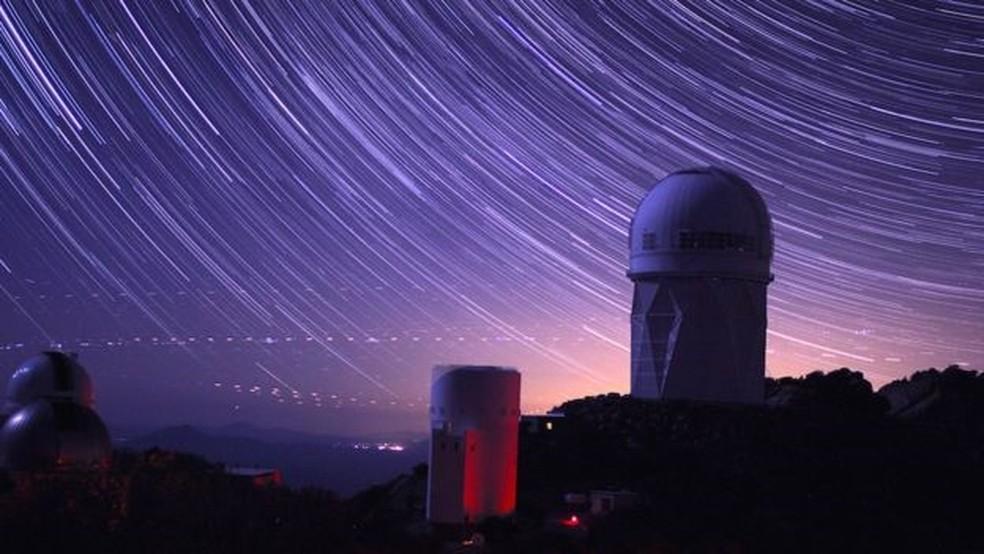 O Instrumento Espectroscópico de Energia Escura (Desi, na sigla em inglês) está localizado na cúpula do telescópio Mayall, no Kitt Peak Observatory, no Arizona (EUA) — Foto: P.MARENFELD AND NOAO/AURA/NSF