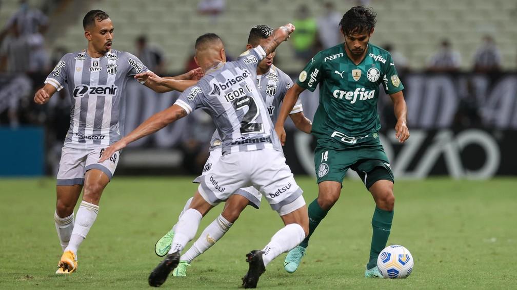 Líder de assistências no Brasil, Scarpa volta a ser decisivo no Palmeiras