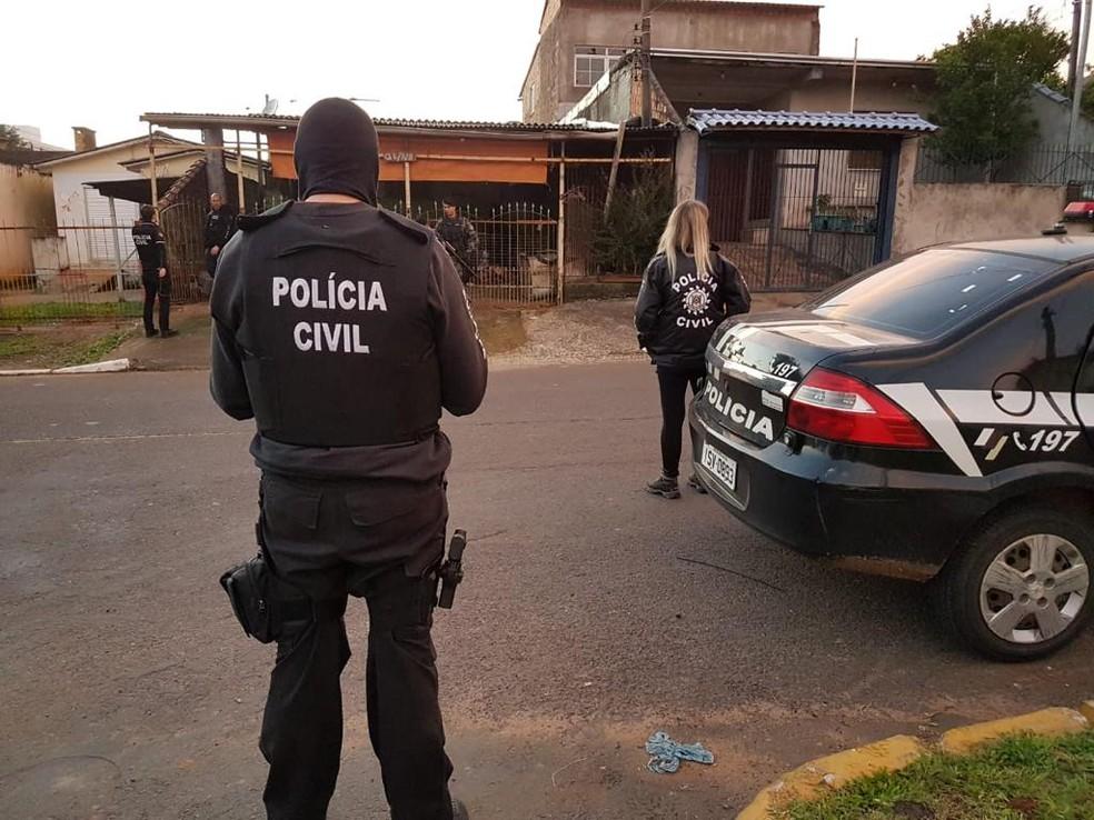 Polícia cumpriu mandados em Porto Alegre, Cachoeirinha, Canoas e São Leopoldo. — Foto: Polícia Civil/Divulgação