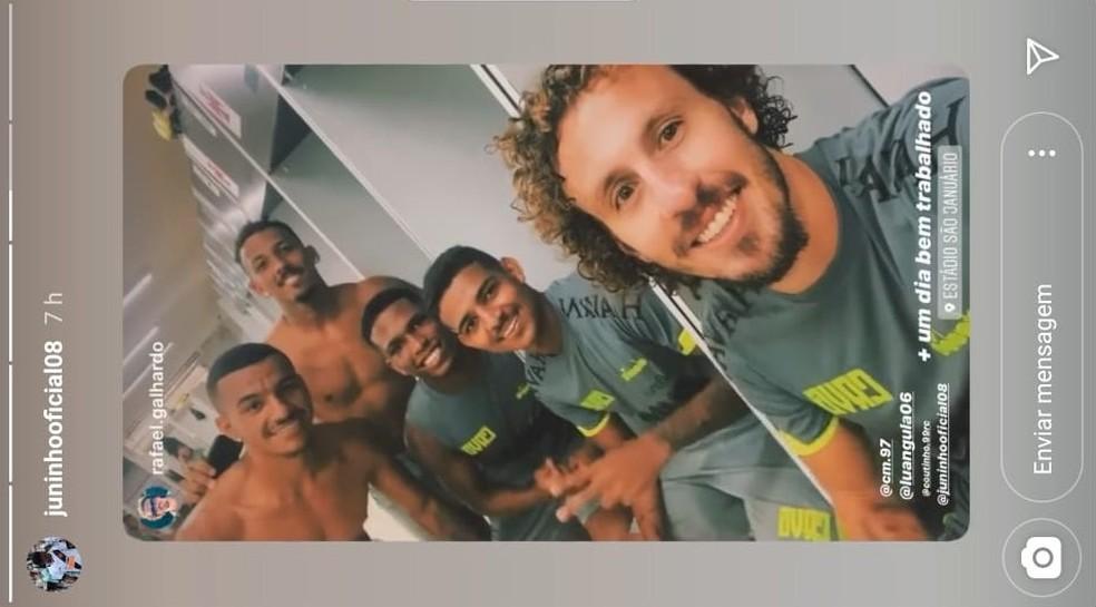 Galhardo posta foto com Juninho e outros jogadores em São Januário — Foto: Reprodução/Instagram