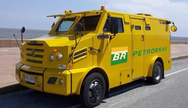 Blindado usado no transporte de gasolina