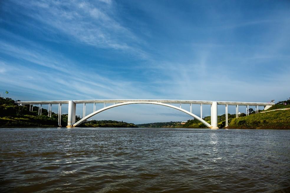 Após a liberação da nova ponte, a Ponte Internacional da Amizade receberá apenas o tráfego de veículos leves e ônibus — Foto: Alexandre Marchetti/Itaipu Binacional
