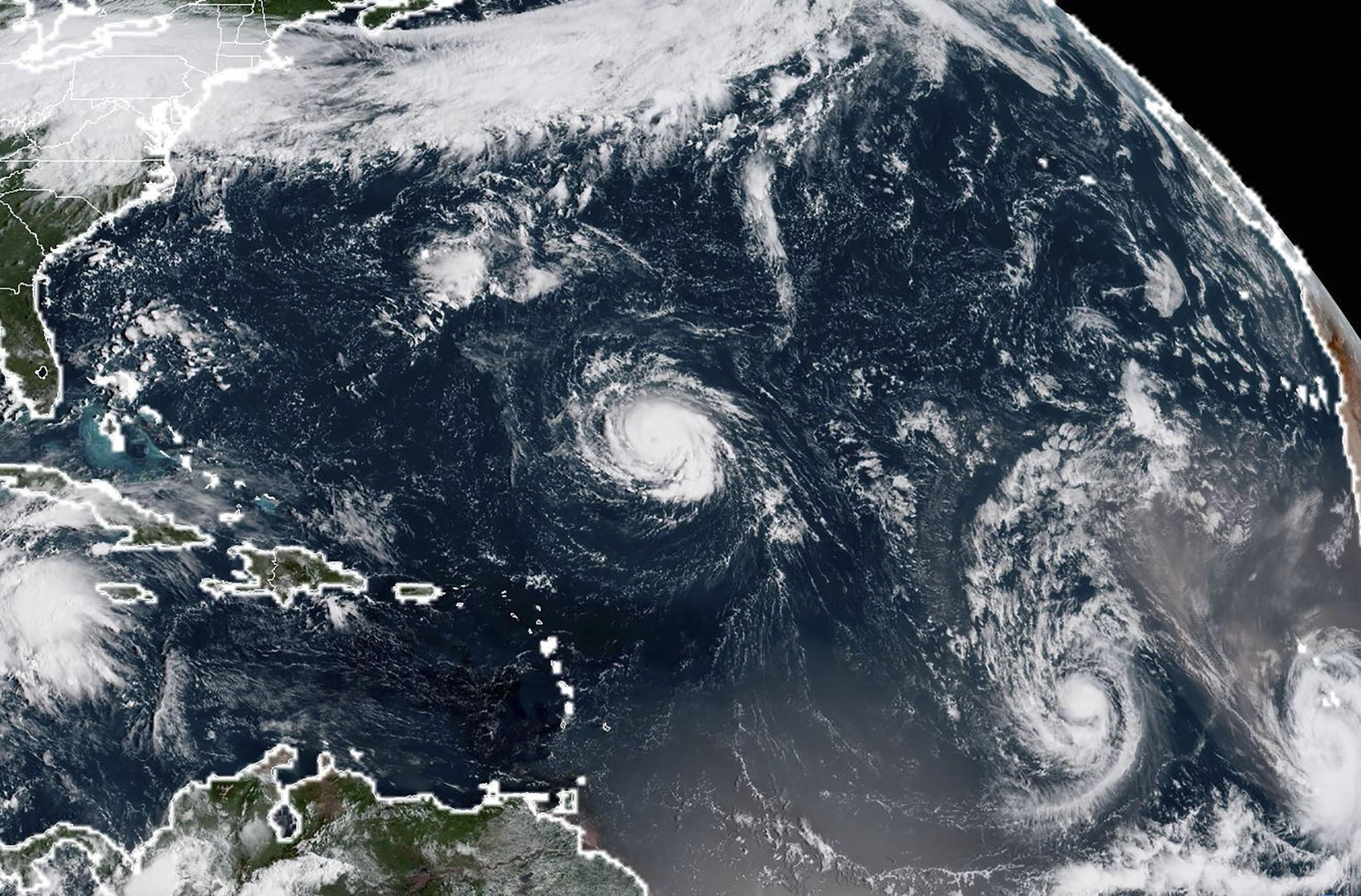 Florence chegará como furacão 'perigoso' aos EUA