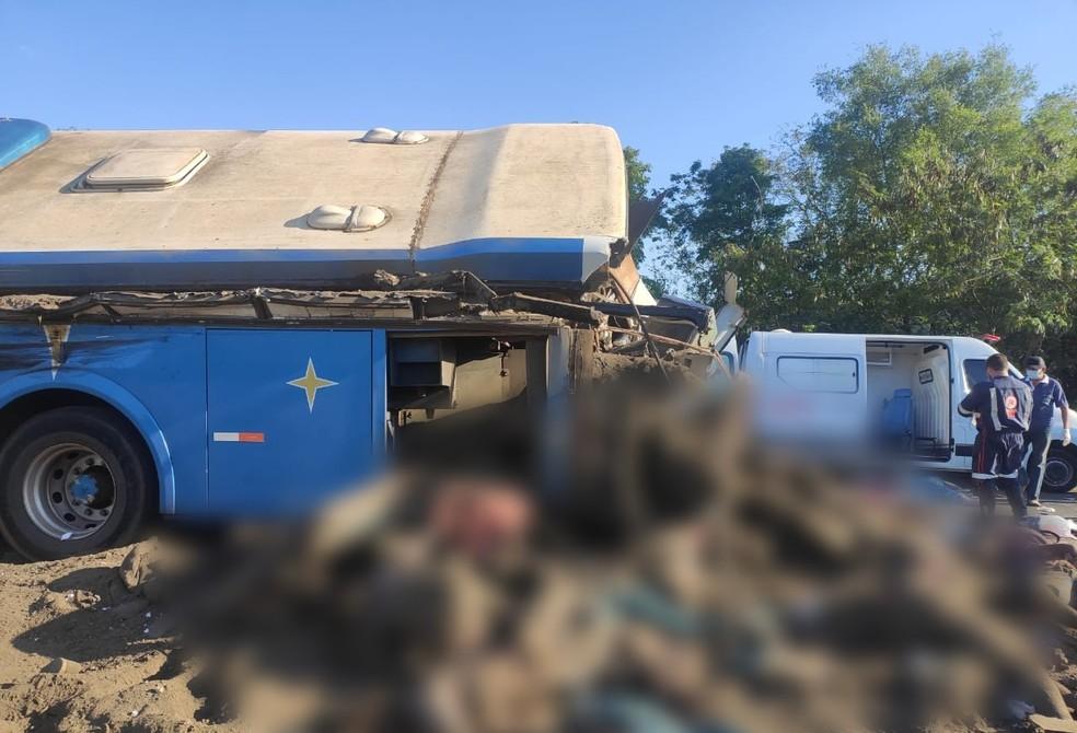 Colisão entre caminhão de esterco e ônibus de trabalhadores mata mais de 40 pessoas em Taguaí — Foto: Arquivo Pessoal