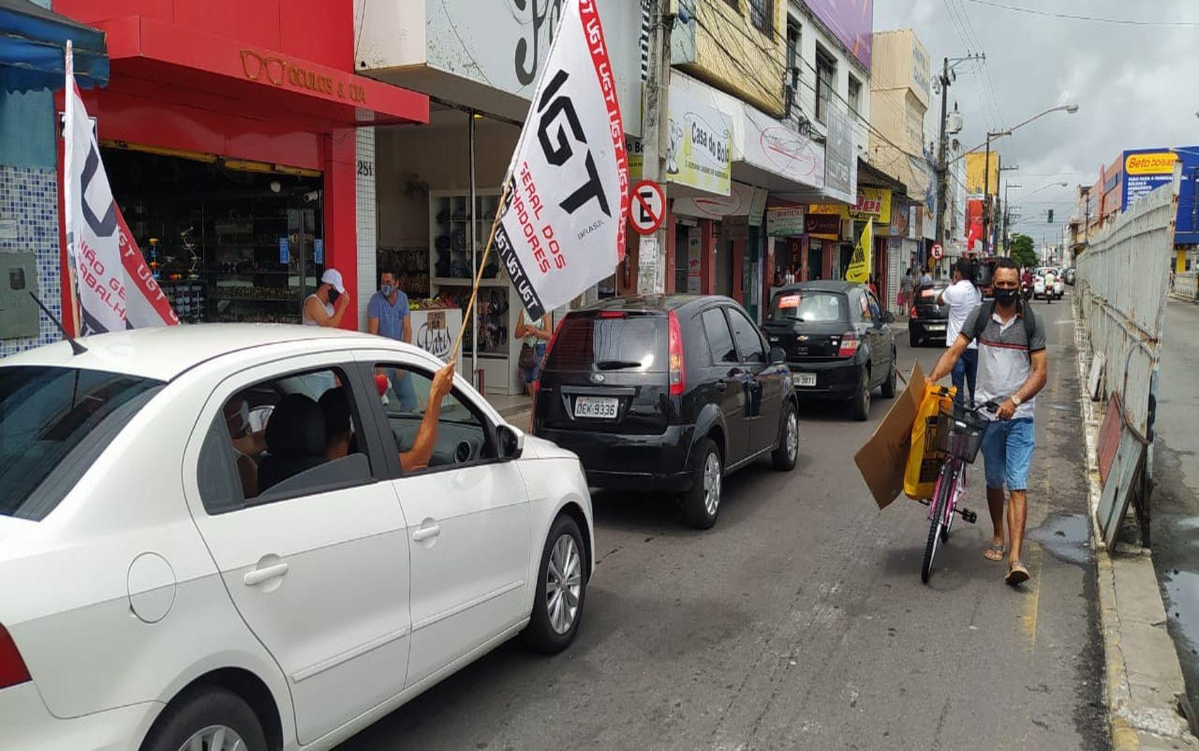 Carreata em Aracaju pede impeachment de Jair Bolsonaro, apoio a vacina e o retorno do auxílio emergencial