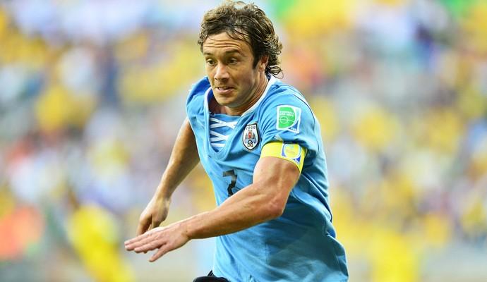 EXCLUSIVO: Pensando em Libertadores, diretoria quer reforçar a defesa com Lugano em 2016