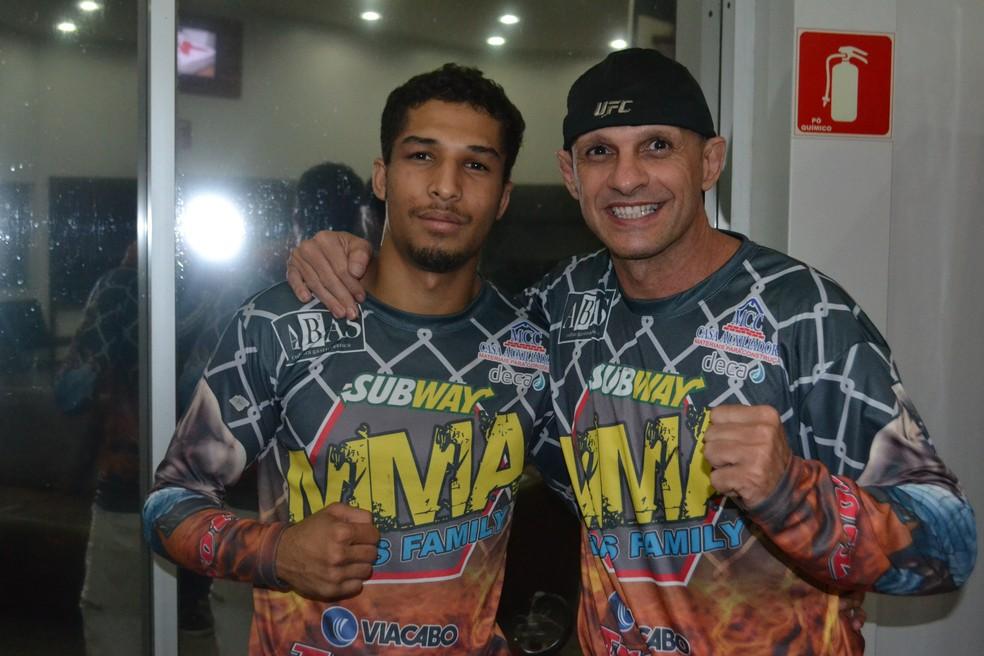 Marcelo Ribas (à direita) é técnico e empresário de Vinícius (Foto: Raphael Marinho)