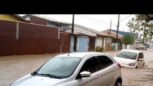 Chuva põe São Sebastião e Ilhabela em estado de emergência e deixa desalojados
