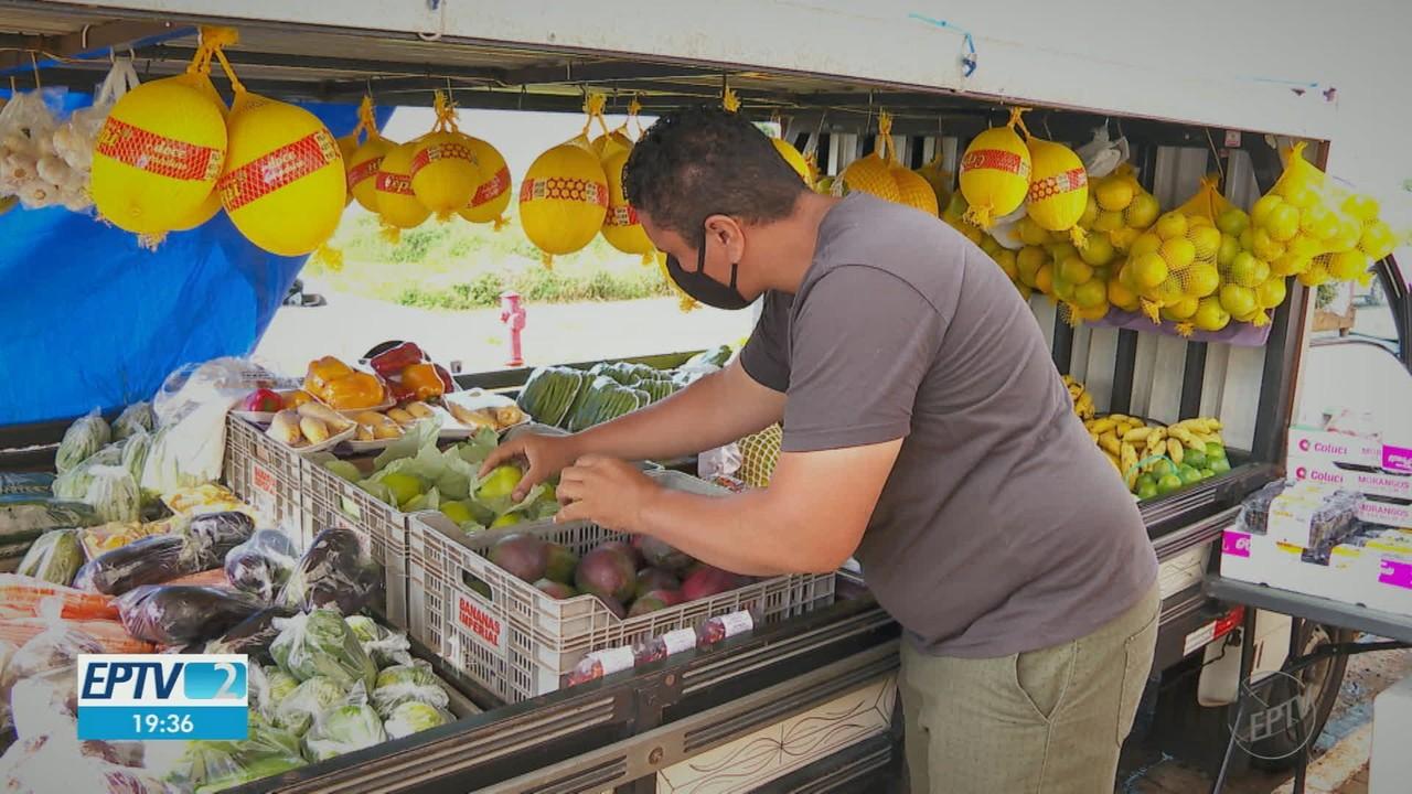 Comerciantes levam mercado inteiro até condomínios em Ribeirão Preto