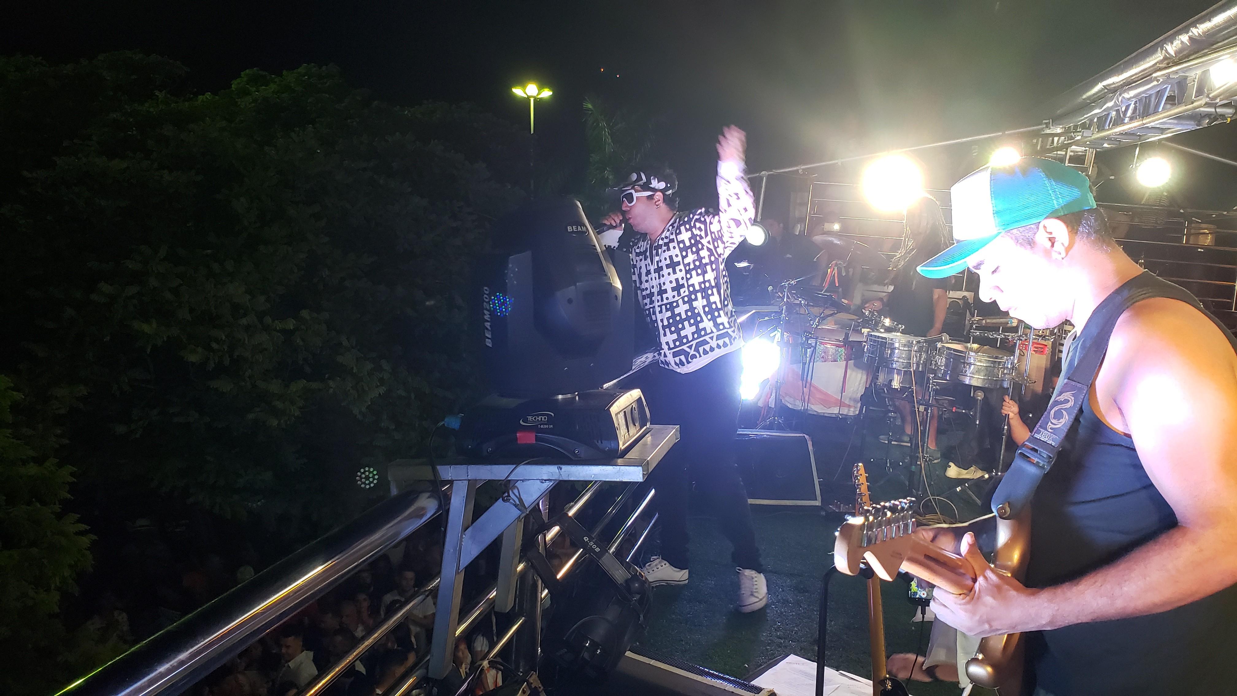 Carnaval em Minas Novas tem muita festa com sons automotivos e trio elétrico na avenida