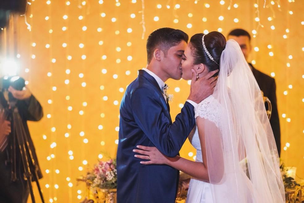 Festa de casamento foi presente de empresários de Cuiabá, que se sensibilizaram com a história dos jovens (Foto: Gabriel Bandeira)