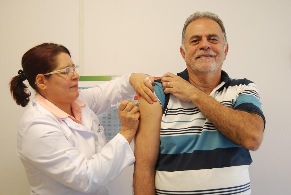 Doses são aplicadas em unidades de saúde em todo o estado (Foto: Divulgação/Sesa)