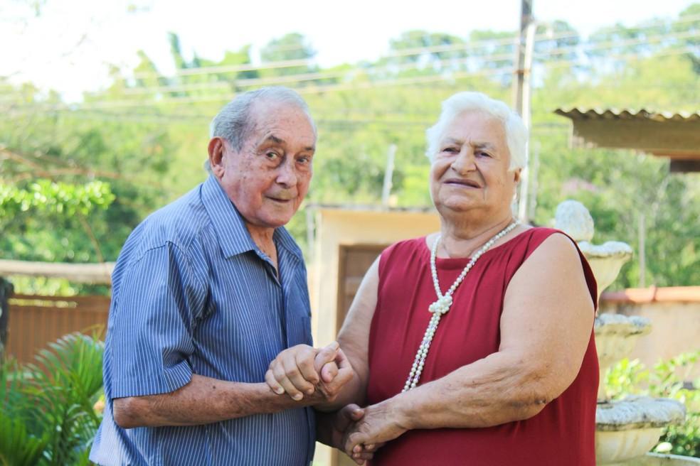 Casal de 67 anos de união fizeram um ensaio fotográfico na tarde deste domingo (11), em Jacareí (SP). (Foto: Arquivo pessoal/Francilene Porto)