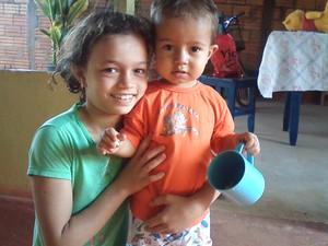 Davi ao lado da irmã Geovana, de oito anos (Foto: Arquivo Pessoal)