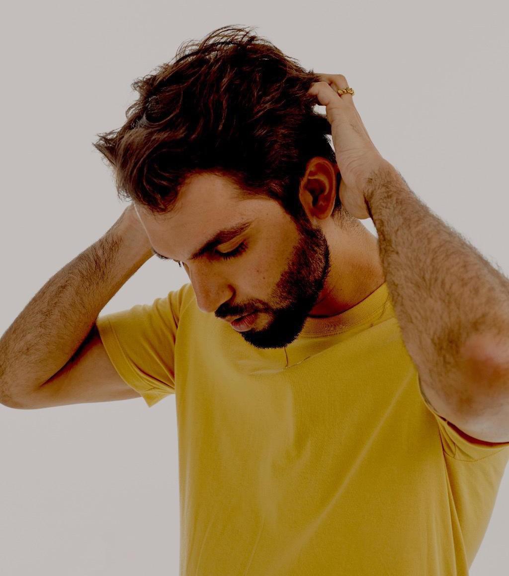 Silva sustenta toda a leveza pop de 'Passou passou', primeiro single do décimo álbum do artista