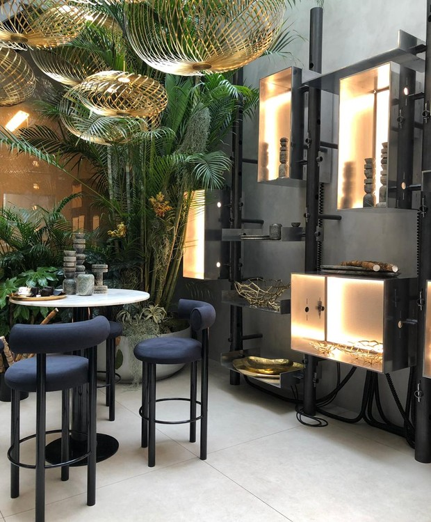O espaço é um misto de bar, restaurante e showroom (Foto: Casa e Jardim)